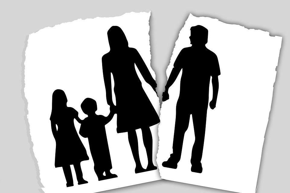 FAQs for Divorce with children - 離婚常見問題 | 何敦律師行